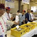 福岡魚類出荷仲卸組合 市民感謝デー当日に水揚げされた売り切れ御免のどこよりも「新鮮な鮮魚」と、美味とお手頃価格で人気の「開き魚・漬け魚」が看板商品です。