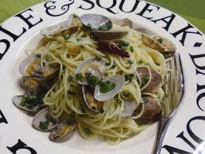 アサリと白ワイン風味のスパゲティ