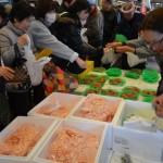 (株)吉村商店 目玉商品「赤エビ」。お子さんにも大好評プリプリの赤エビをご準備しておまちしております。試食販売しておりますのでぜひお越し下さい。