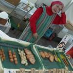福岡蒲鉾水産加工協同組合 立石蒲鉾店 お魚市場限定!長浜ロールをはじめ、とろ~り半熟玉子天、コリコリ食感の蒟蒻ちぎりが人気です。当店のスリ身は卵不使用ですのでアレルギーの方にもおススメです。
